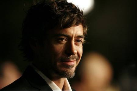 Robert Downey Jr. attends the premiere of Zodiac in Hollywood