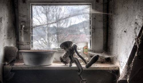 Паук за окном плетет паутину примета